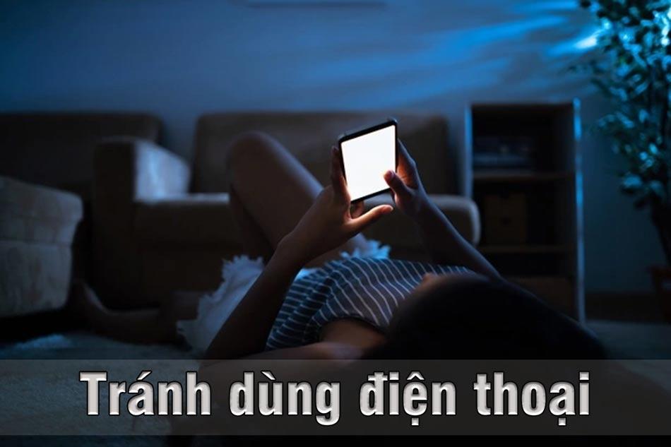 Tránh dùng điện thoại hoặc điều khiển tivi
